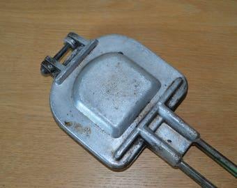 Pan grilled cheese in cast aluminum, vintage, metal handle