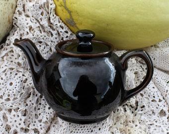 Small Darkest Treacle Brown Teapot - Sadler England