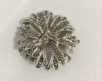 Art Deco brooch in the form of a flower