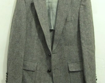 A Men's Vintage 80's,Gray Herringbone Wool TWEED Sportcoat By Haggar.38R