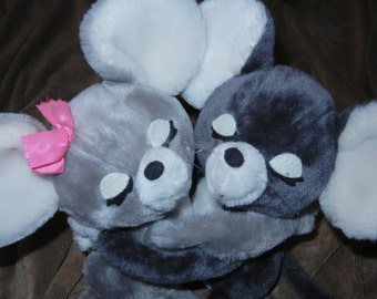 Mice Hugging Stuffed Plush Animals Loving Mice R Dakin Pair 1976 Vintage Clean Mouse Cute Vtg Mouse Excellent Condition!