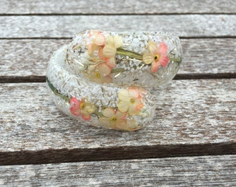 Vintage Confetti, Glitter and Flower Clear Lucite Hinged Clamper Bracelet 0728