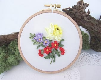 Wall Hanging Ribbon Embroidery Hoop, Narcissus Hand Embroidery, Embroidered Flowers, Vintage Inspired Wall Decoration, Floral Ribbon Work