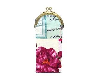 Etui à lunettes en coton crème à fleur fuchsia et motifs,fermé par un fermoir bronze