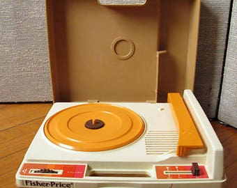 Vintage Fisher Price record player 1978 Model #825 Tested and works!