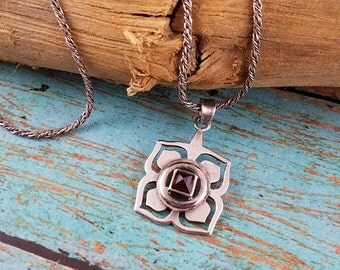 Sterling silver garnet necklace four leaf pendant sterling chain necklace red gemstone OE2153