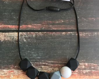 Nursing necklace - silicone teething necklace - Chewable mom jewelry - Teething ring - Teether - gray and black teether