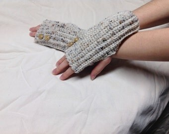 Ladies fingerless gloves. (Hand wash)