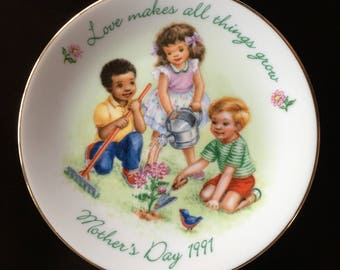 Vintage AVON Plate - Mother's Day - Love Makes All Things Grow - White Porcelain - 22K Gold Trim - 1991 Collectible - Decor - Gift for Mom