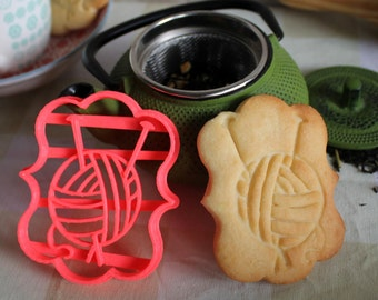 Skein and needles cookie cutter, knitting mold, knit lover cookie cutter, cookie stamp of a skein and needles