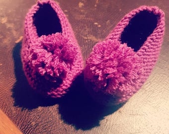 Knitted slippers with Pompoms