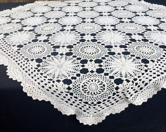Square Crocheted Tablecloth. Ivory/Cream Vintage Crocheted Square Tablecloth. Cotton Lace Tablecloth. Off White Tablecloth. RBT1423
