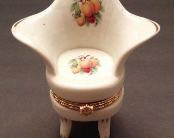 Porcelain TrinkeBox with Apricot decoration