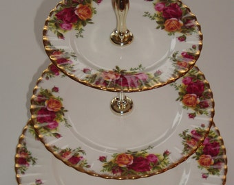 Royal Albert OLD COUNTRY ROSES 3 Tier Tidbit Trayl