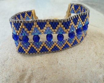 Cuff bracelet weaved royal blue, golden and pearls with facets