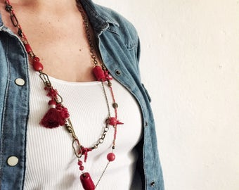 Long necklace with mix red stones