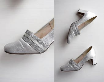 "vintage 1960s silver glitter heels | mod silver lamé shoes | 60s metallic mod heels | ""something old"" wedding heels | womens size 6"