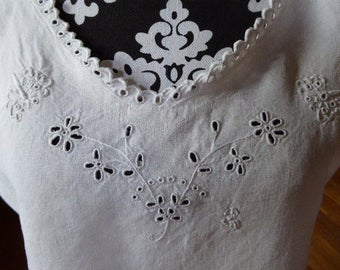 Vintage French Pure Linen Nightdress, Pure Linen Chemise de Nuit, Embroidered Linen 0317031-166