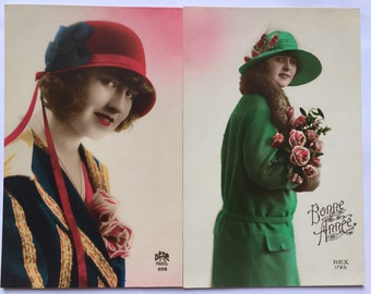 1920s fashion pictures * French ladies with bucket hats * Set of four same series cards with bright colors
