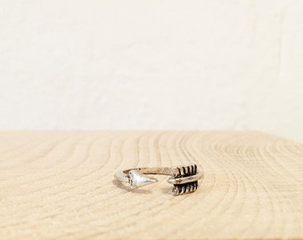 so cute ring ARROW gold plated / Silver vintage