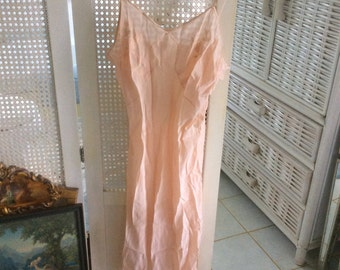 SALE! Vintage 1930's 100% Silk Negligee, size 36, M, Peach, Hand Embroidery, Excellent!