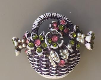 Lovely Vintage Basket Of Flowers Brooch.