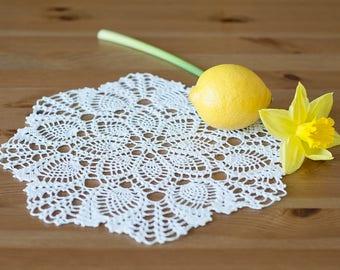Round white hand crochet doily ca. 22 cm (ca. 11.4 in) diameter