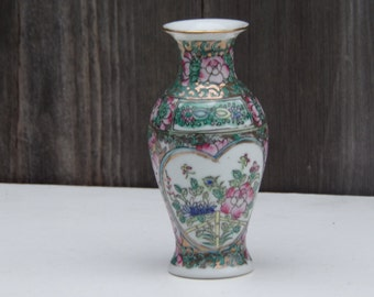 Antique Famille Rose Medallion Vase Floral Hand Painted Gold gilt Rare Collectibles