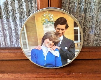 Lady Diana Spencer  HRH Prince Charles Biscuit Tin of Their Marriage 0n 29th day of July 1981 from Huntley and Palmers Biscuit Company
