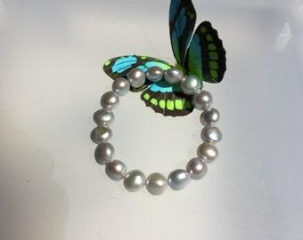 Grey pearl bracelet/pearl bracelet /pearl/gray pearl bracelet /stretchy /pearl/bangle/bracelet/pearl bangle