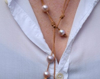 Freshwater pearl and leather