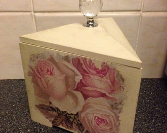 Pretty trinket/jewelery/keepsake box or ornament - gift idea