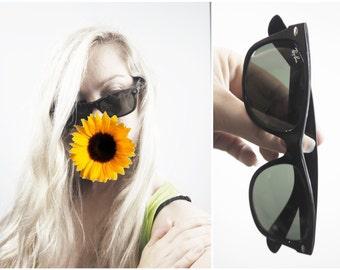 Vintage RAYBAN Wayfarers Authentic Genuine Retro Sunglasses Accessories UNISEX Tinted Lenses Black and Grey/Green