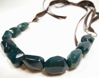 DARK MATCHA - Baroque Moss Agate Ribbon Tie Necklace