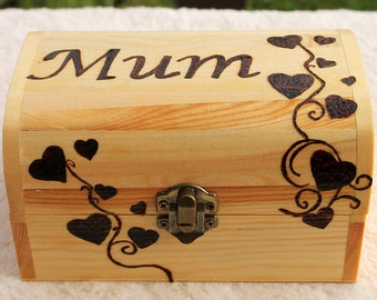 Personalised wooden keepsake treasure box  (medium) - Wood box with lid custom decorated using pyrography - Treasure chest box