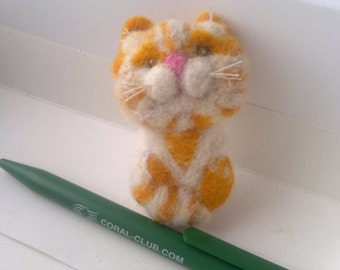 Kitten brooch. Ginger stripey.  100% Wool.Handmade.