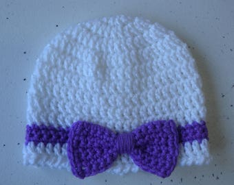 Crochet cloche with crochet bow in bright white and purple - newborn