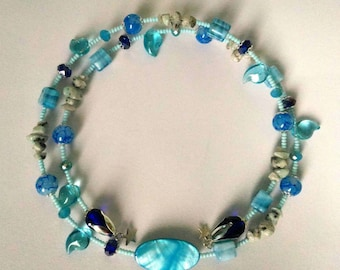 "Turquoise spring necklace ""The Sea"" with glass beads, natural stone chips and a mother of pearl central bead"