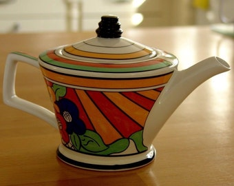 clarice cliff teapot      size  height=12cm     length =22cm