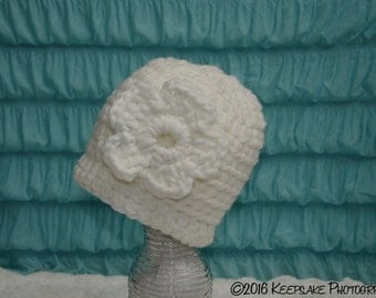 Ladies White Chunky Flower Hat