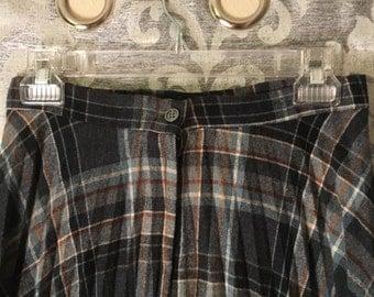 Vintage Plaid Skirt-Plaid Skirt-Vintage Gray Plaid Skirt-Size 12-70's Skirt-Vintage Skirts-Vintage Bottoms-Black Skirt-Gray Skirt