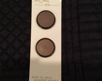 2 vintage buttons-Le Chic-brown-B. Blumenthal & Co.-size 44-1 1/8 inch-round-sewing-needlework-clothing-thread