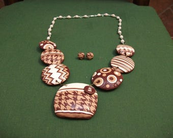 Set necklace medi and button earrings