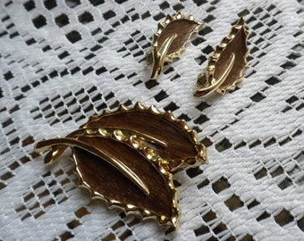 Vintage Sarah Coventry Leaf pin with matching earrings