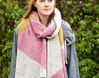 Cosy Geometric Scarf - Pink/Yellow/Grey