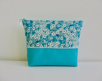 Vanity case TURQUOISE white faux leather and liberty of London flower