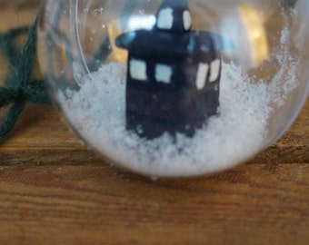 Tardis in a bowl: Dr. Who Christmas ball