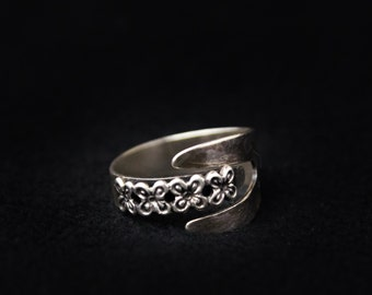 Lovely Vintage BEAU sterling silver by-pass ring