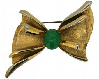 Hollywood 1960s Gold Tone Bow Brooch