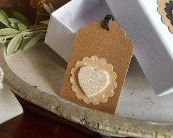 8 tags kraft circle scalloped and heart glitter